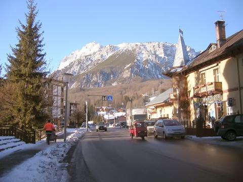 Уютный альпийский горок Кортина Д' Ампеццо, радушно встречает своих гостей