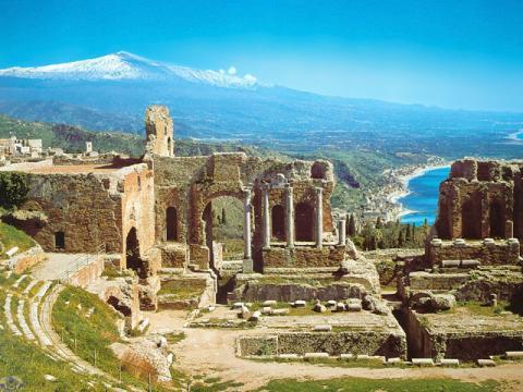 Развалины старинного города на Сицилии