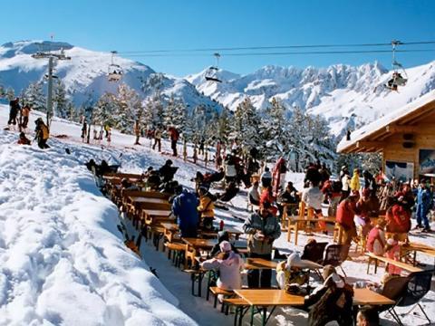 Лучшие горнолыжные курорты Болгарии находятся среди красивейших Балканских гор.