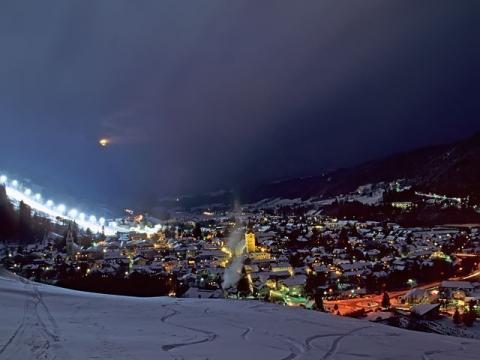 Ночной вид на горнолыжный курорт Шладминг