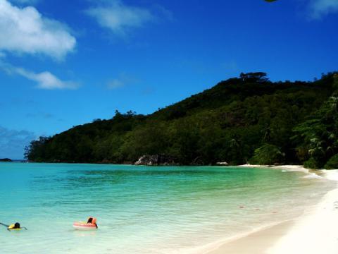 Некоторые пляжи, которые вы посетите вовремя поездки на Сейшелы, могут показаться безлюдными.