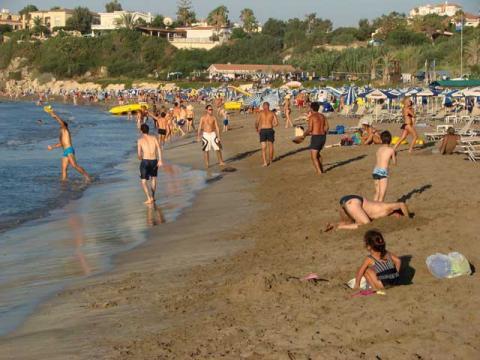 Кипрские пляжи бывают достаточно многолюдны