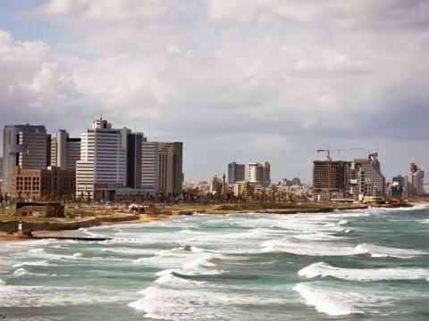 Средиземноморский берег Израиля в Тель-Авиве