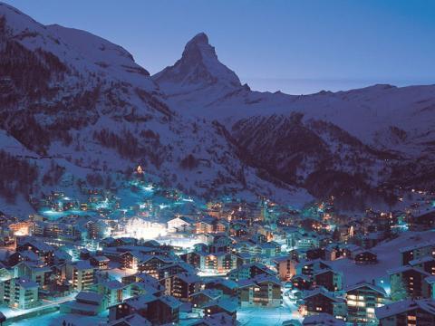 Ночной вид на горнолыжный курорт Церматт