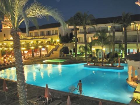 Правильно подобранный тур на Кипр, может привести вас в отель-сказку
