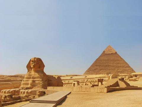 Пирамиды, лучше всего посещать, отдыхая в Египте зимой, экскурсия будет более комфортна.