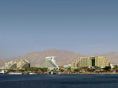 В Эйлате расположены одни из самых больших отеле на берегу Красного моря