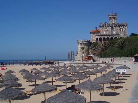 Пляжи в Эшториле очень чистые и отлично оборудованные