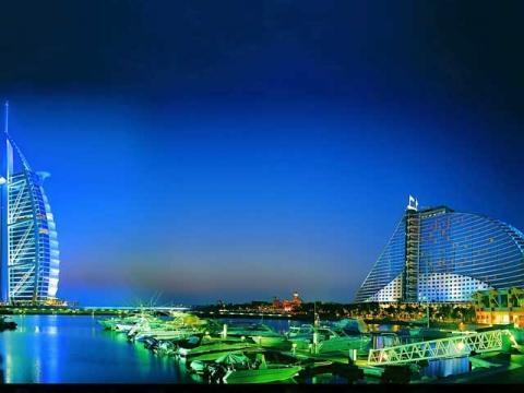Потрясающий, по своей красоте и самобытности, ночной Дубаи