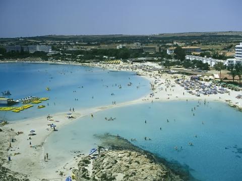 Кипр весьма приятное время для отдыха на протяжении всего сезона