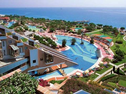 Замечательная территория с бассейнами отеля Limak Limra Hotel