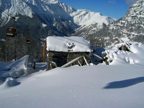 В районе курорта Курмайор всегда очень много снега