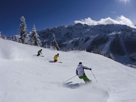 Катание по бесконечным спускам лыжного курорта Майрхофен завораживает и приносит огромное удовольствие