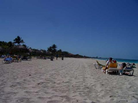 В некоторых местах пляжи на Кубе кажутся бескрайними