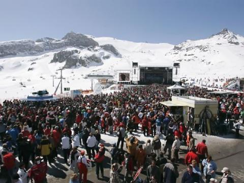 Большое количество туристов - доказательство популярности австрийского горнолыжного курорта Ишгль
