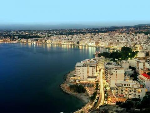 Панорама греческого города-курорта Лутраки