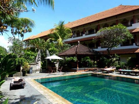 Характерная юго-восточная тематика и природа – основная черта отелей на Бали