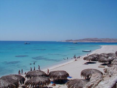 Традиционный и популярный майский пляжный отдых в Египте