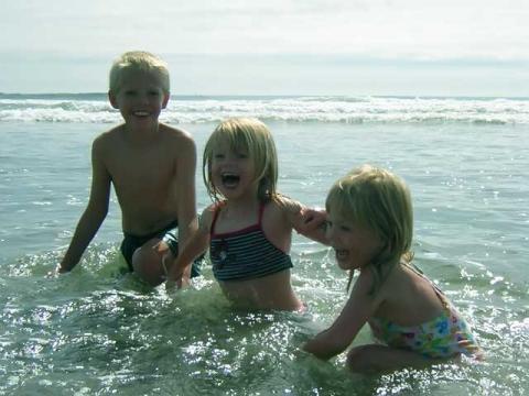 Морское побережье отлично подходит для отдыха с малышами