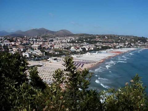Морское побережье Италии отлично подходит для отдыха