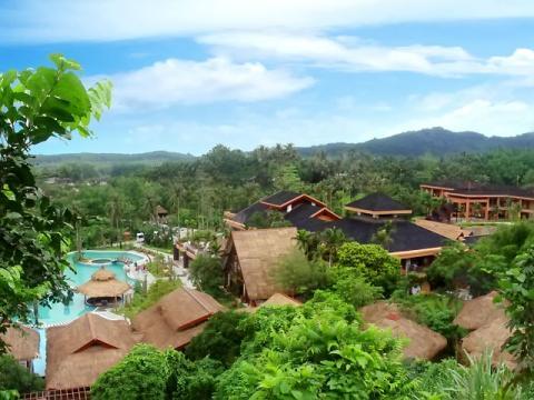 Отель, утопающий в тропической зелени на острове Хайнань
