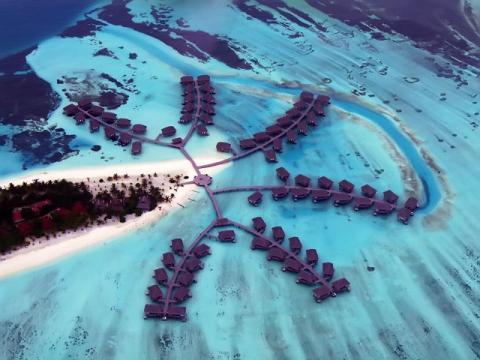 Приблизительно так выглядят Мальдивские отели на воде, в которые вы можете подобрать тур