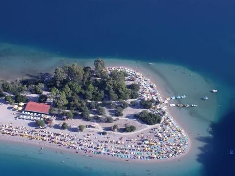 Множество отличных пляжей готовы, принять желающих отдохнуть на море в Турции