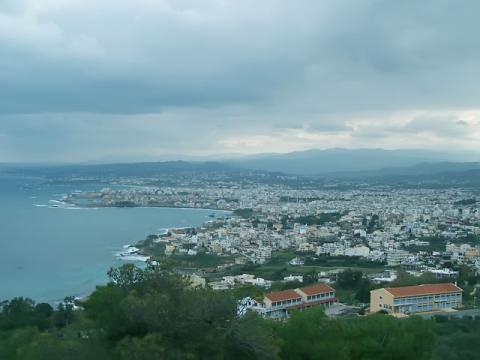 Панорамный вид на курорт Ханья греческого острова Крит