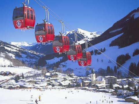 Знаменитый своей вместительностью подъемник на Австрийском горнолыжном курорте Заальбах – Хинтерглем