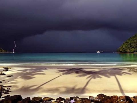 В сезон дождей в Тайланде дождь сменяется солнцем очень быстро