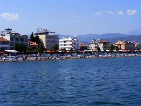 В Турции некоторые продолжают купаться даже в зимние месяцы