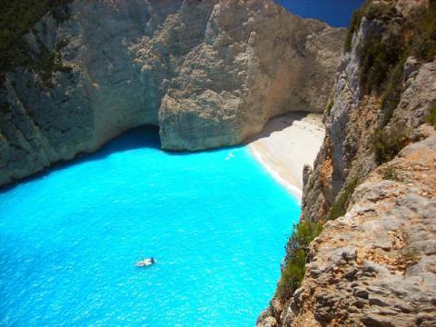 В Греции полно мест для отдыха на пляже, уединенные бухты здесь тоже не редкость