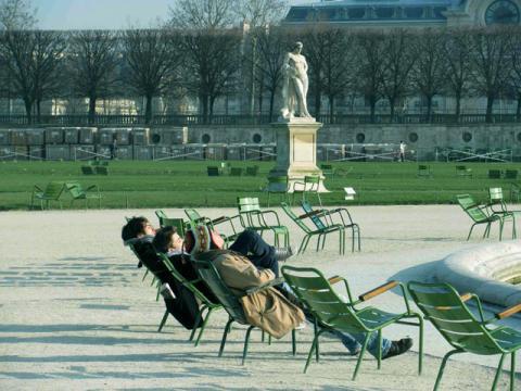 В марте Париж уже начинает прогреваться ласковыми лучами солнца
