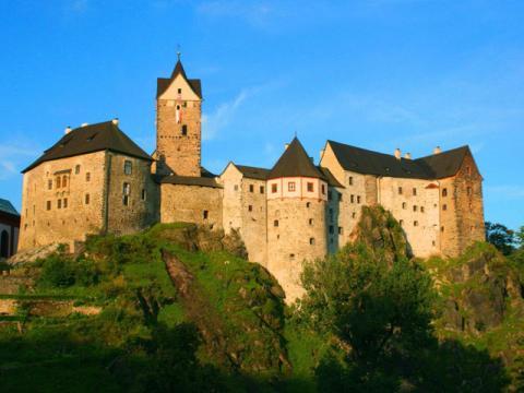Красивый замок Локет, находится совсем не далеко от Карловых Вар