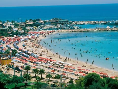 Свидетельством популярности Кипра, как курорта являются заполненные пляжи